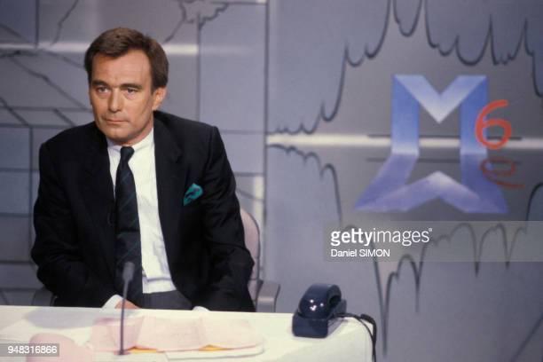 Portrait du journaliste et présentateur Alexandre Baloud directeur de l'information de M6 en mars 1987 à Paris France