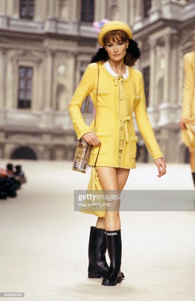 Portrait Du Mannequin Carla Bruni Lors Du Defile Chanel De News Photo Getty Images