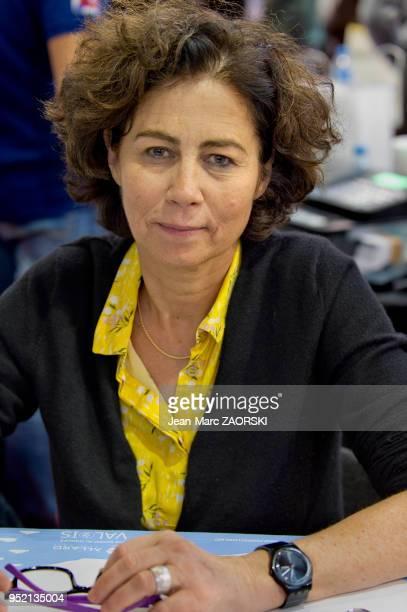 Portrait du médecin et écrivain française Isabelle Kauffmann lauréate du prix des humanités en 2008 à l'occasion de la 35e Foire du Livre à...