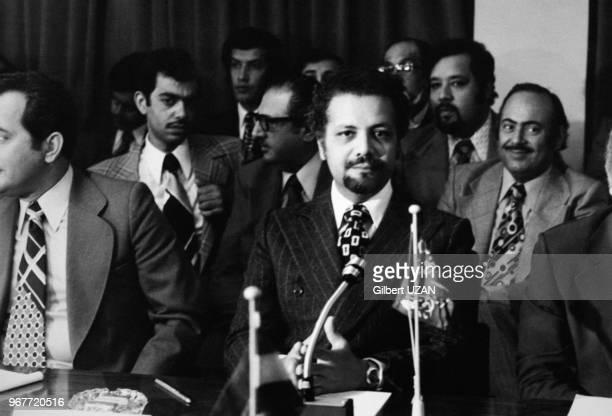 Portrait du ministre saoudien Ahmed Zaki Yamani à la table des négociations lors d'une réunion de l'OPEP le 24 septembre 1975 à Vienne Autriche