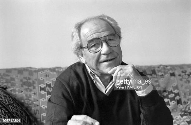 Portrait du philosophe français Jean Baudrillard, à Paris, le 6 décembre 1994, France.