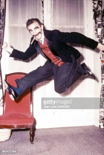 Portrait du photographe français JeanPhilippe Charbonnier déguisé en Groucho Marx