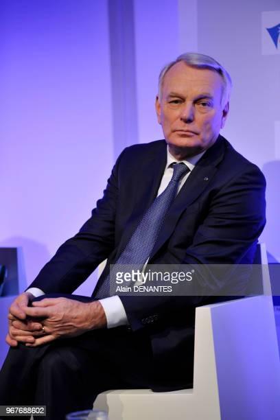Portrait du Premier ministre Jean-Marc Ayrault lors de l'inauguration de la mise en service de la ligne de TER tram-train entre Nantes et...