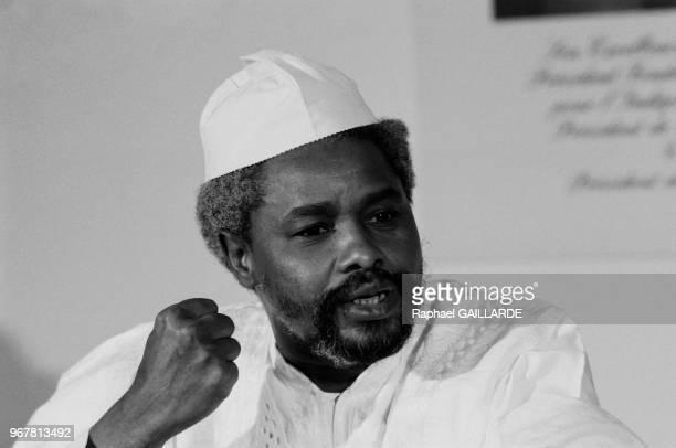 Portrait du président du Tchad Hissène Habré, dictateur, dénonçant l'occupation du nord du Tchad par des troupes libyennes le 16 janvier 1987 à...