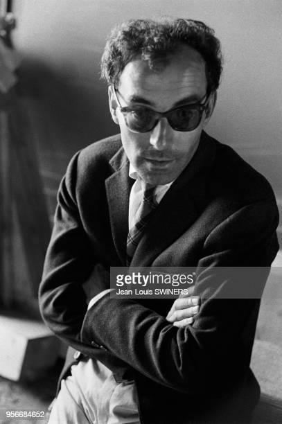 Portrait du réalisateur français JeanLuc Godard pendant le tournage du film Le Mépris en 1963 en Italie