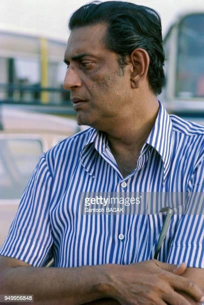 Portrait du réalisateur Satyajit Ray lors du tournage du film 'Les Joueurs d'échecs' en juin 1977 Inde