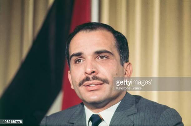 Portrait du roi Hussein de Jordanie lors d'une conférence de presse à Londres, Royaume-Uni en 1969.