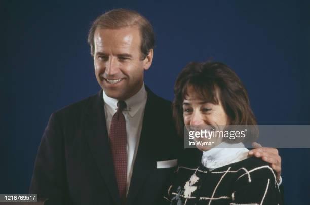 Portrait du sénateur du Delaware Joe Biden avec sa soeur Valerie Owens.
