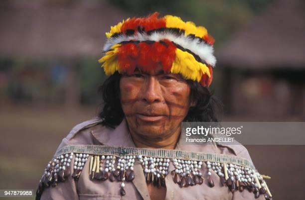 Portrait d'un chef Jivaro en Equateur en 1991