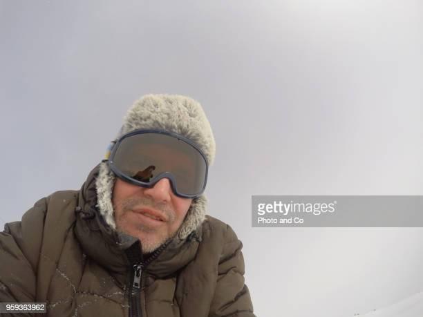 portrait d'un homme à la montagne