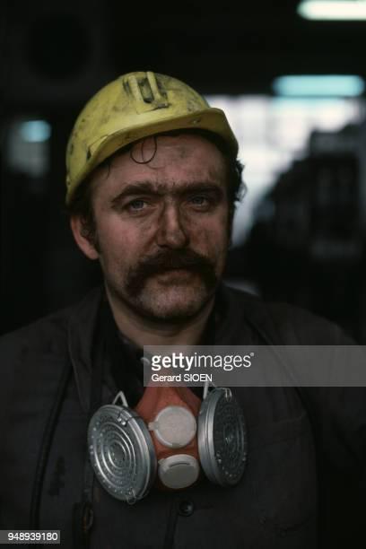 Portrait d'un mineur dans une mine de charbon de Katowice en octobre 1985 Pologne