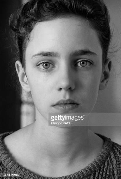 Portrait d'une adolescente en 1986 France
