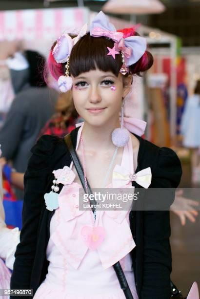 Portrait d'une jeune femme avec un déguisement dans les allées de Japan Expo le 4 juillet 2014 au parc des expositions de Villepinte France