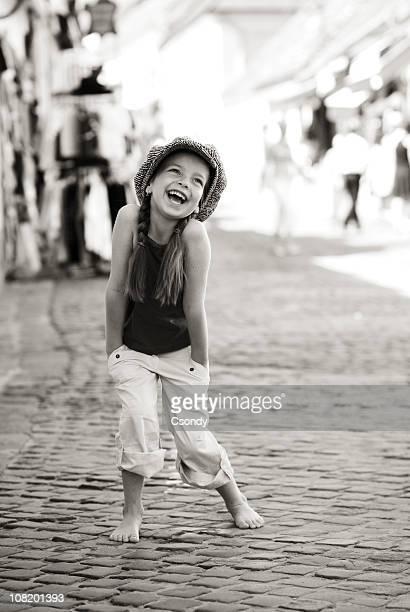 retrato de uma jovem garota se divertir - só uma menina - fotografias e filmes do acervo