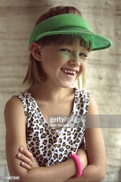 portrait girl - alain bachellier photos et images de collection