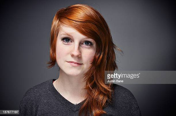 portrait girl - jeune fille rousse photos et images de collection