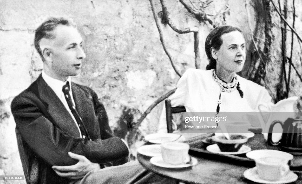 Portrait in 1942 of the writing couple Louis ARAGON and Elsa TRIOLET at their house in Villeneuve-les-Avignon. It was here that the author wrote LE MEDECIN DE VILLENEUVE which describes the hunt for Jews in the city in August 1942.