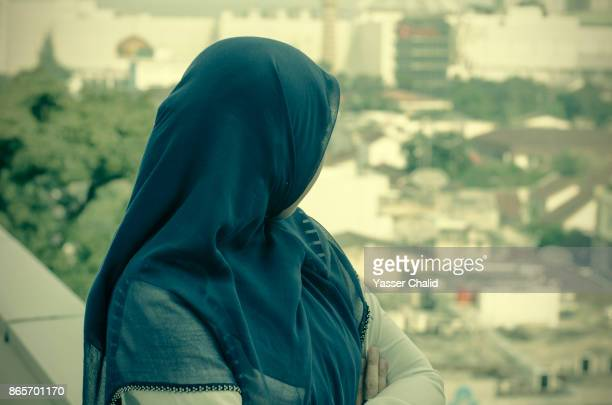 portrait in a city - headscarf stock pictures, royalty-free photos & images