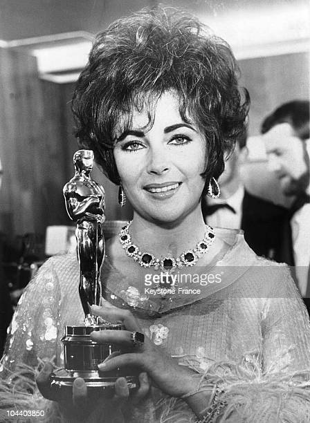 Portrait in April 1967 of the American actress Liz TAYLOR with her Best Actress Oscar for her role in the film WHO'S AFRAID OF VIRGINIA WOOLF
