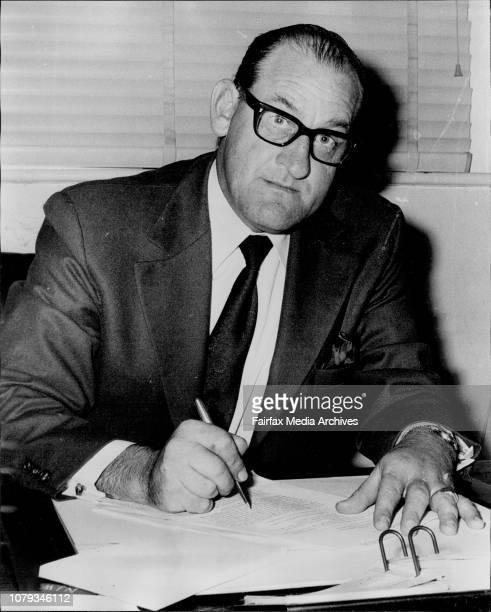 Portrait Mr Noel Warton Executive Officer Supreme Court Elizabeth St in his office today November 15 1973