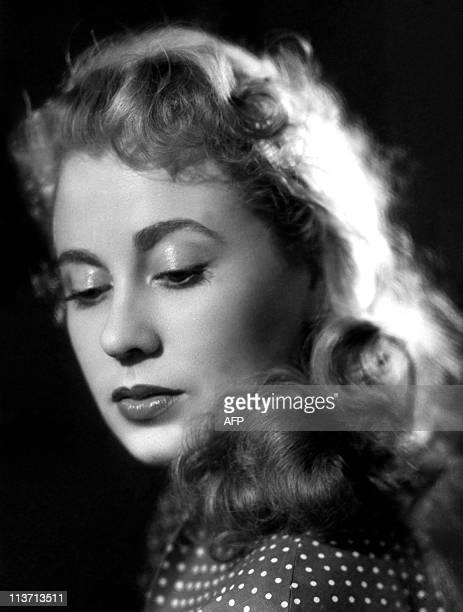 Portrait non daté pris dans les studios Harcourt à Paris de l'actrice Claude Winter Figure de la ComédieFrançaise théâtre national dont elle a...