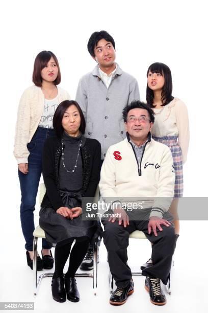 portrait o japanese family - posing shoes ストックフォトと画像