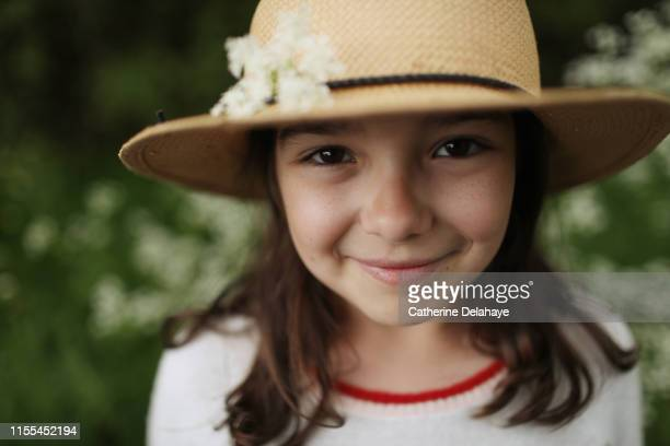 portrait of 10 years old girl in the countryside - 10 11 years stock pictures, royalty-free photos & images