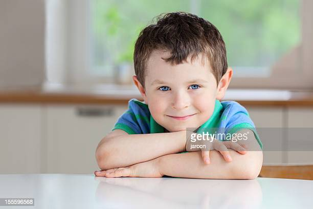 portrait of 5 years old boy - 4 5 years stock pictures, royalty-free photos & images