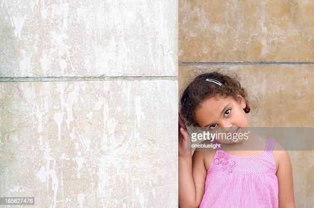 portrait of 5 years old girl, outdoor - alleen kinderen stockfoto's en -beelden