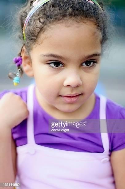 portrait of 5 years old little girl, outdoor - alleen kinderen stockfoto's en -beelden