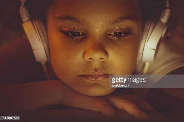 people: portrait of 8 years old girl using digital tablet - 8 9 years stock pictures, royalty-free photos & images