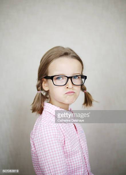 portrait of a 7 years old girl wearing glasses - 6 7 years stock pictures, royalty-free photos & images