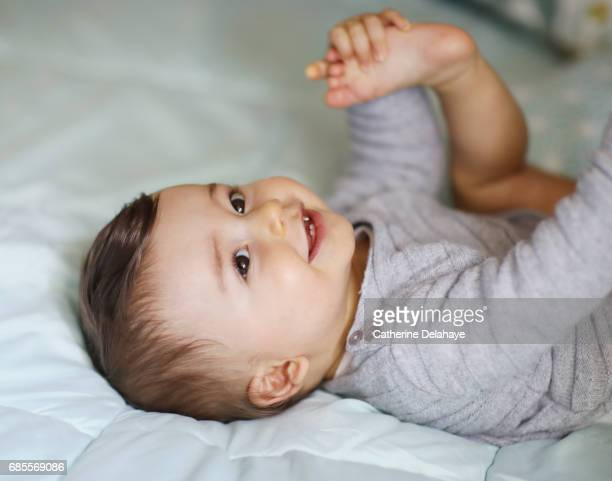 portrait of a 8 months old baby boy - männliches baby stock-fotos und bilder