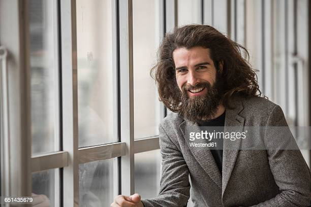 portrait of a bearded businessman - langes haar stock-fotos und bilder