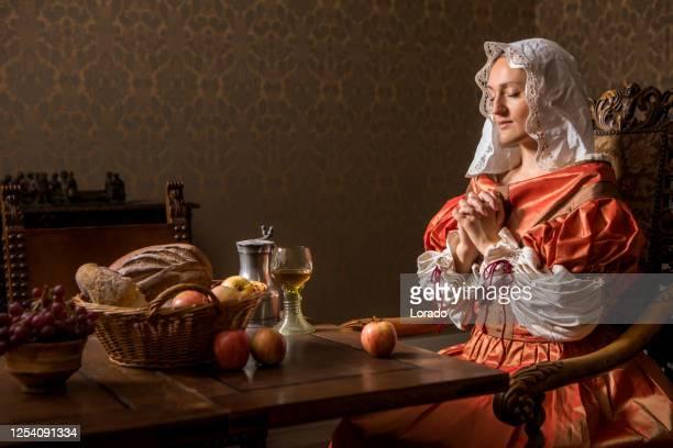 portrait of a beautiful historical dutch noble woman - xvii° secolo foto e immagini stock