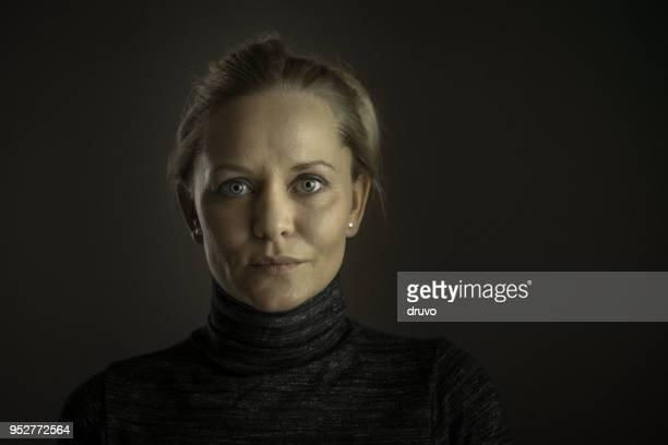 Porträt einer schönen schweren junge Frau