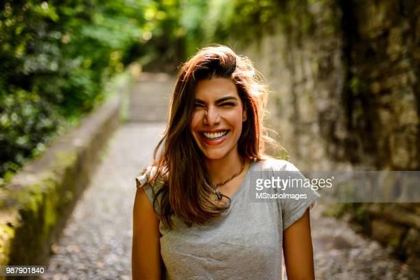 portrait of a beautiful smiling woman. - sorriso aberto imagens e fotografias de stock