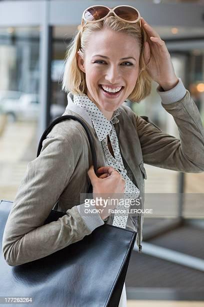 portrait of a beautiful woman smiling - onoky stock-fotos und bilder