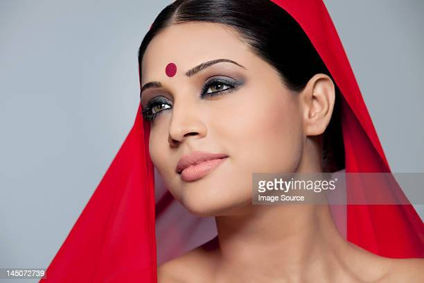 portrait of a beautiful woman with a bindi - bindi stock pictures, royalty-free photos & images