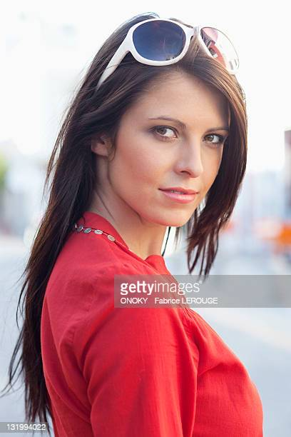 portrait of a beautiful young woman - onoky stock-fotos und bilder