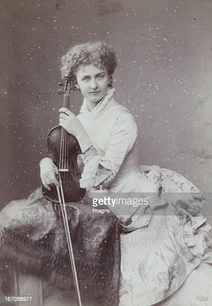 Portrait of a Berlin violinist About 1880 Photograph by F C Schaarwächter / Berlin Photograph Portrait einer Berliner Violinistin Um 1880...