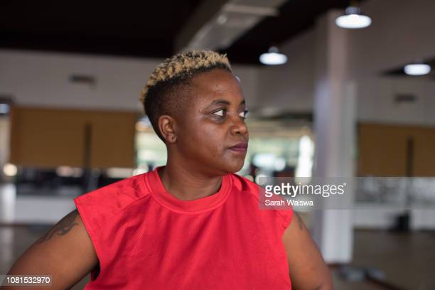 portrait of a black woman resting between workouts at the gym - sarah hardy stock pictures, royalty-free photos & images