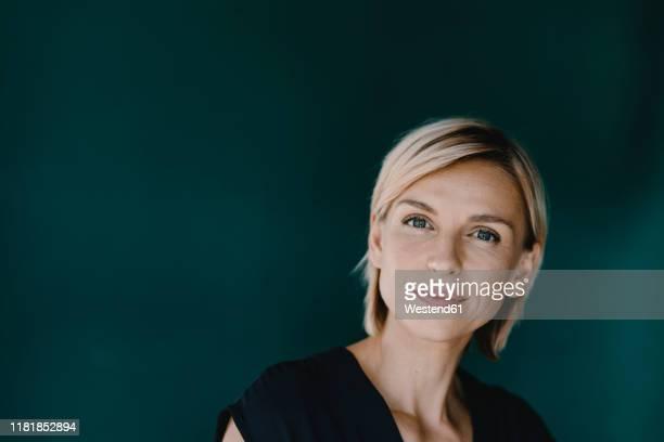 portrait of a blond woman - 35 39 anni foto e immagini stock