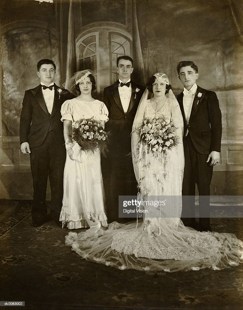 Portrait of a Bride, Groom and Their Bridesmaid and Best Men : Stock Photo