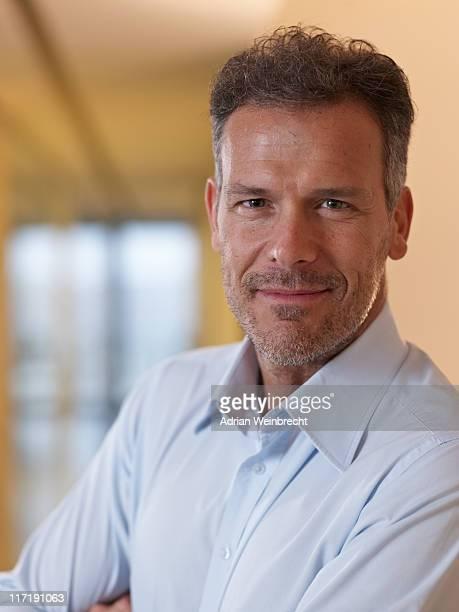portrait of a business man - 40 44 jaar stockfoto's en -beelden