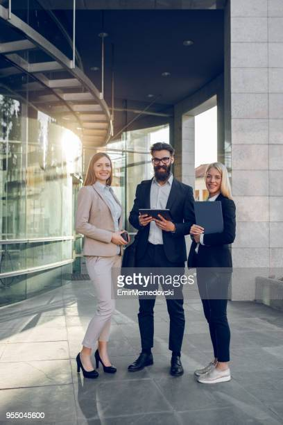 Portrait de l'un à l'extérieur de l'équipe affaires
