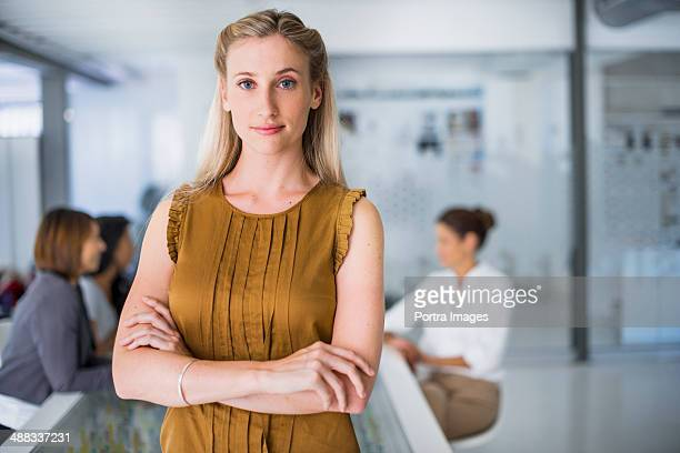 portrait of a business woman with crossed hands - sleeveless stock pictures, royalty-free photos & images