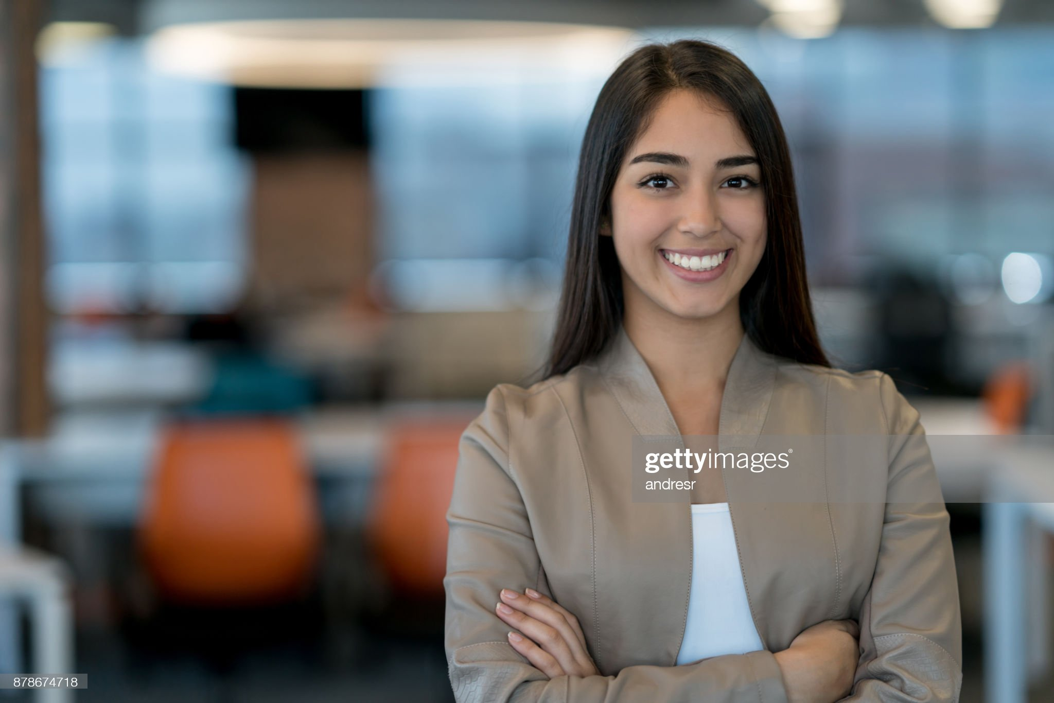 Las mezclas amerindias y europeas Portrait-of-a-business-woman-working-at-the-office-picture-id878674718?s=2048x2048
