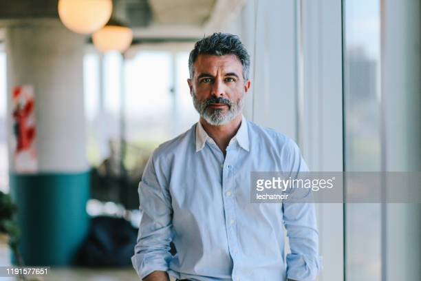 portrait of a businessman in the buenos aires office - da cintura para cima imagens e fotografias de stock