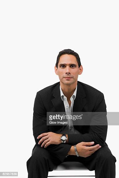 portrait of a businessman sitting with his arms crossed - colletto aperto foto e immagini stock